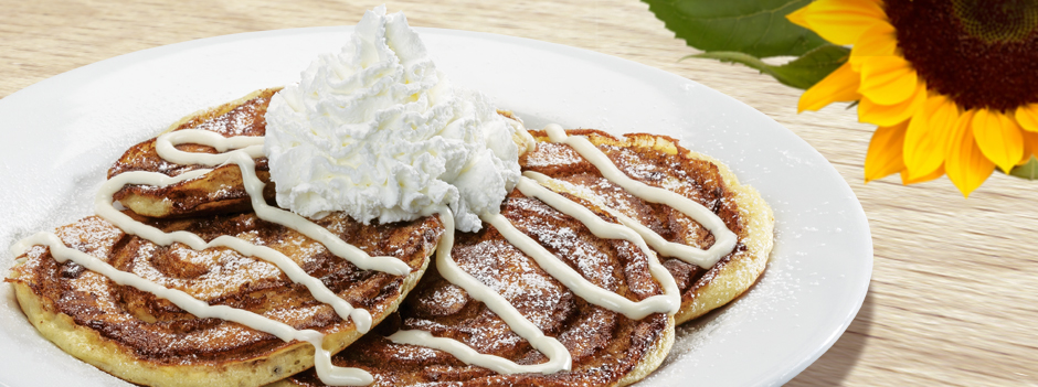 Featured Entrée: Cinnamon Roll Pancakes